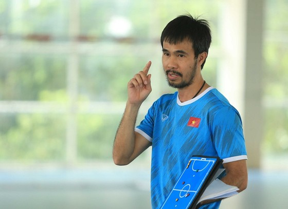 HLV Phạm Minh Giang trở thành HLV nội đầu tiên đưa đội tuyển Việt Nam lọt vào vòng knock-out Futsal World Cup 2021. Ảnh: ANH TRẦN