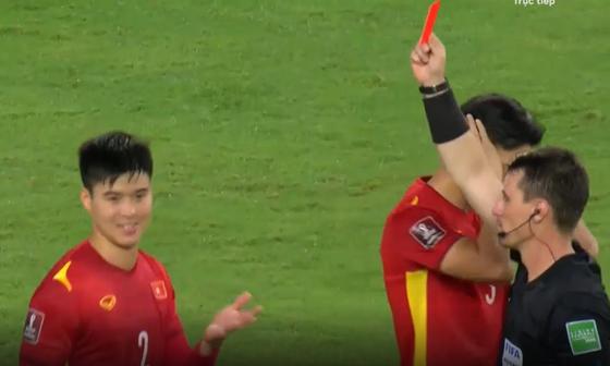 Duy Mạnh nhận thẻ đỏ ở trận đấu Saudi Arabia - Việt Nam