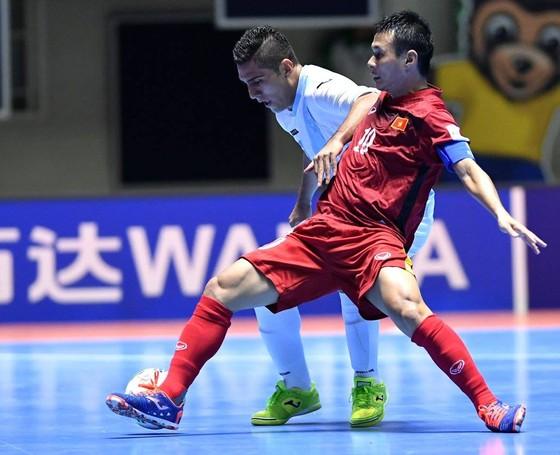 Đàn anh 'mách nước' để đàn em vượt qua áp lực ở Futsal World Cup ảnh 2