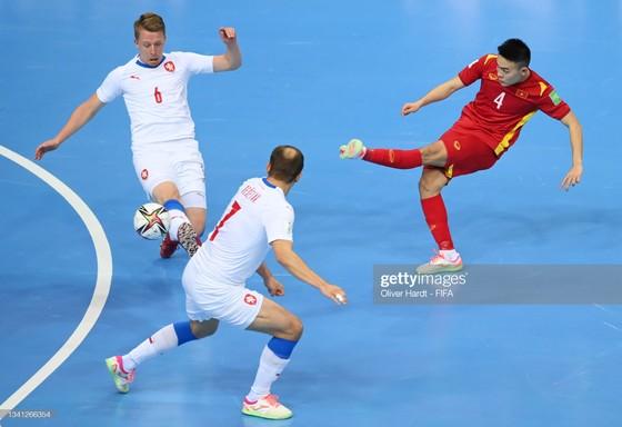 Cảm ơn tinh thần thi đấu đầy quả cảm của đội tuyển futsal Việt Nam ảnh 2