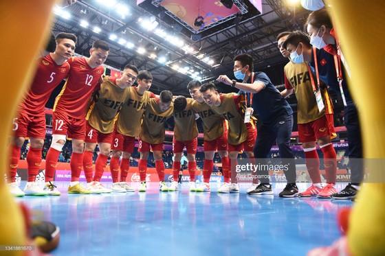 Vì sao HLV Phạm Minh Giang vắng mặt ở trận đấu với đội tuyển Nga? ảnh 1