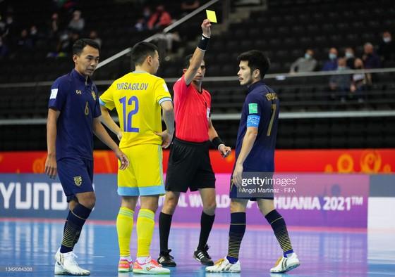 Thái Lan thua đậm Kazakhstan, Đông Nam Á chia tay Futsal World Cup 2021 ảnh 1