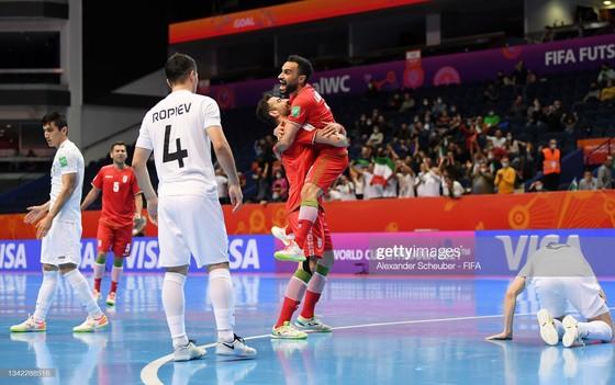 Iran đánh bại Uzbekistan trong trận cầu có đến 17 bàn thắng được ghi. Ảnh: GETTY