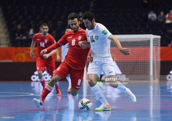 Futsal World Cup 2021: 'Mưa bàn thắng' ở trận derby châu Á ảnh 2