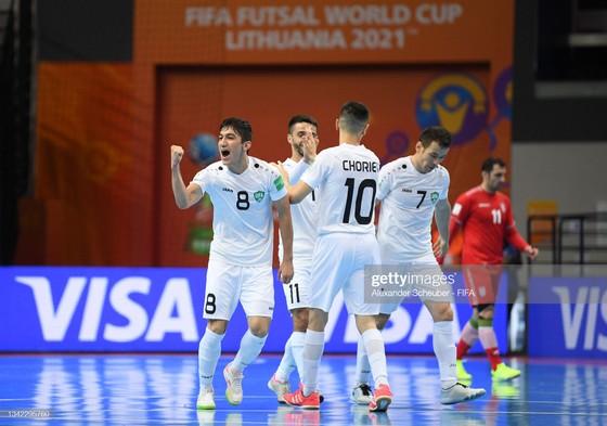Futsal World Cup 2021: 'Mưa bàn thắng' ở trận derby châu Á ảnh 1