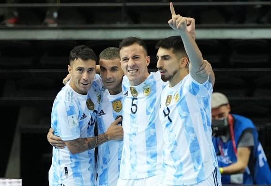 Messi hào hứng khi Argentina loại Brazil ở Futsal World Cup ảnh 1