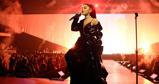 Ariana Grande bất ngờ hủy tour diễn tại Việt Nam  ảnh 2