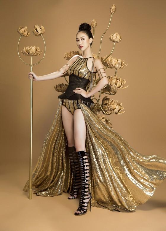 """Hà Thu hóa """"chiến binh"""" với trang phục truyền thống tại Miss Earth 2017 ảnh 2"""
