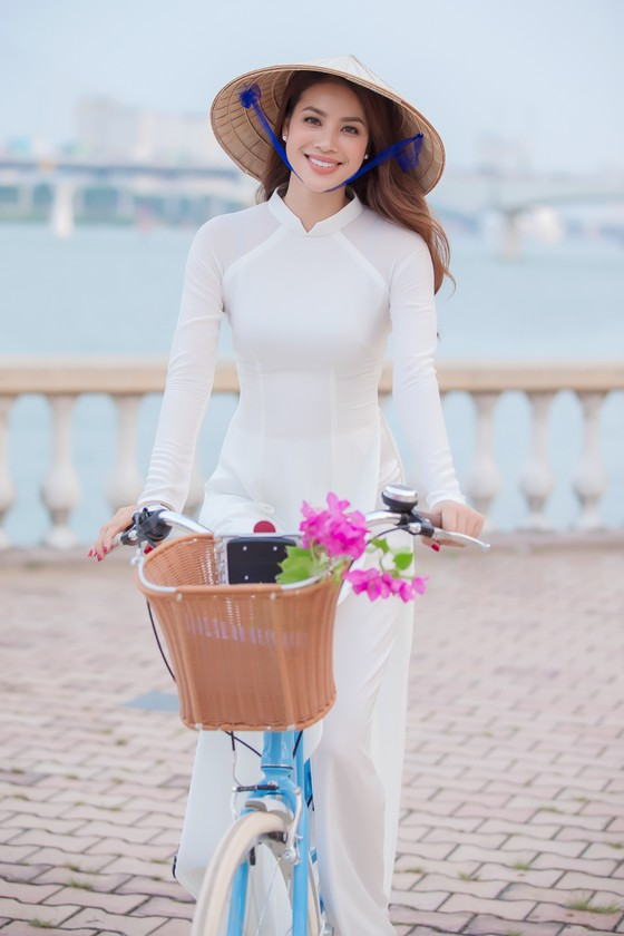 Hoa hậu Phạm Hương quảng bá Đà Nẵng nhân sự kiện APEC 2017 ảnh 1