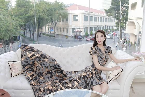 Tường Linh mang hơn 50 bộ trang phục đến Miss Intercontinental 2017 ảnh 1