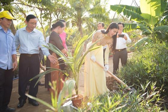 Hoa hậu Phương Khánh trở thành Đại sứ du lịch tỉnh Bến Tre ảnh 4