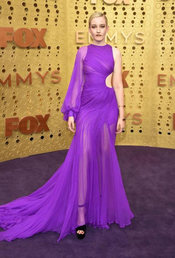 Julia Garner mặc đầm của nhà thiết kế Việt nhận giải thưởng Emmy 2019 ảnh 3