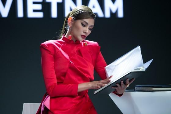 Siêu mẫu Võ Hoàng Yến chính thức trở thành host của Vietnam's Next Top Model 2019 ảnh 1
