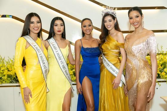H'Hen Niê và Hoàng Thùy hội ngộ top 3 Hoa hậu Hoàn vũ Việt Nam 2019 ảnh 1