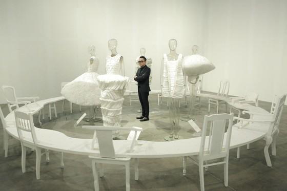 Ám ảnh với 10 không gian đương đại trong hành trình thời trang của NTK Công Trí ảnh 2