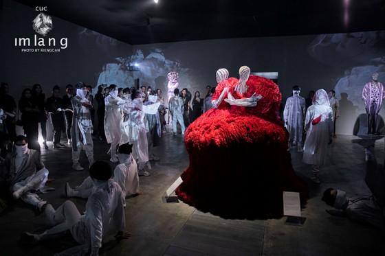 Ám ảnh với 10 không gian đương đại trong hành trình thời trang của NTK Công Trí ảnh 8