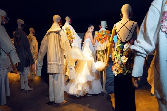 Ám ảnh với 10 không gian đương đại trong hành trình thời trang của NTK Công Trí ảnh 12