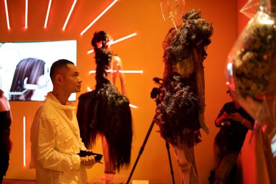 Ám ảnh với 10 không gian đương đại trong hành trình thời trang của NTK Công Trí ảnh 6