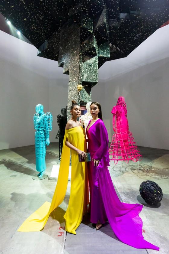Ám ảnh với 10 không gian đương đại trong hành trình thời trang của NTK Công Trí ảnh 7