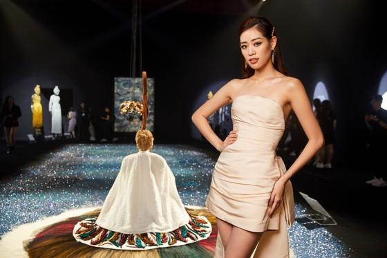 Ám ảnh với 10 không gian đương đại trong hành trình thời trang của NTK Công Trí ảnh 11