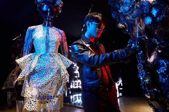 Ám ảnh với 10 không gian đương đại trong hành trình thời trang của NTK Công Trí ảnh 10