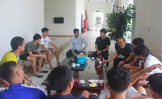 Thầy Park tổ chức mừng sinh nhật cho Xuân Trường ảnh 1