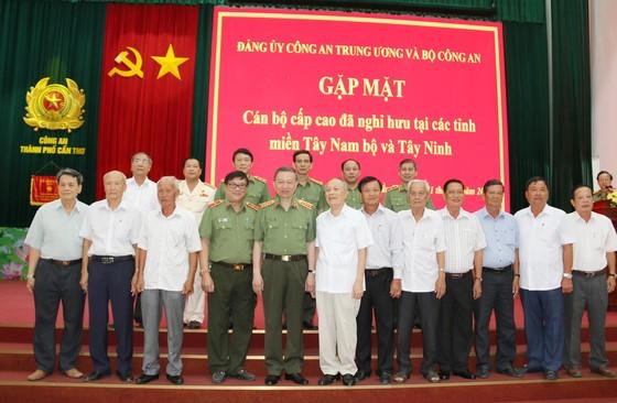 Bộ Công an gặp mặt cán bộ cấp cao đã nghỉ hưu tại các tỉnh, thành Tây Nam bộ và Tây Ninh ảnh 1