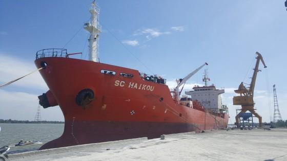 Cảng Hậu Giang hướng tới bốc xếp 1 triệu tấn hàng hóa  ảnh 1