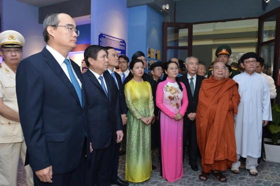 Lãnh đạo TPHCM dâng hương tưởng nhớ Chủ tịch Tôn Đức Thắng ảnh 3