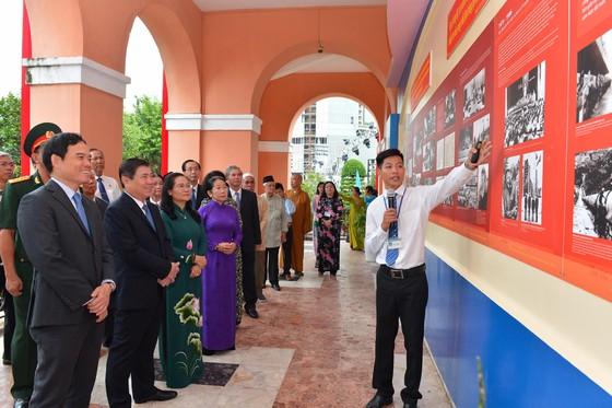 Lãnh đạo TPHCM dâng hương tưởng niệm Chủ tịch Hồ Chí Minh, Chủ tịch Tôn Đức Thắng ảnh 2