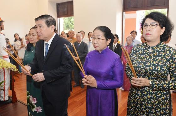 Lãnh đạo TPHCM dâng hương tưởng niệm Chủ tịch Hồ Chí Minh, Chủ tịch Tôn Đức Thắng ảnh 1