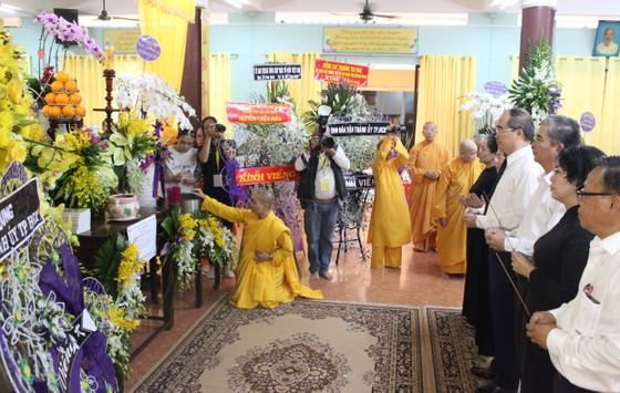 Lãnh đạo TPHCM viếng Ni trưởng Thích nữ Ngoạt Liên ảnh 1