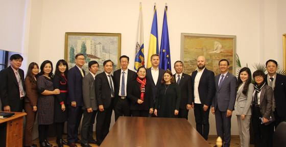 Đoàn đại biểu cấp cao HĐND TPHCM thăm và làm việc tại Romania ảnh 2