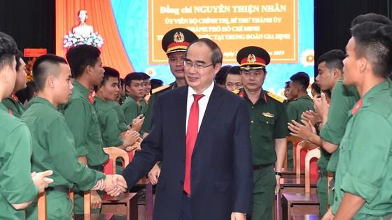 Bí thư Thành ủy Nguyễn Thiện Nhân thăm, làm việc với Trung đoàn Gia Định ảnh 2