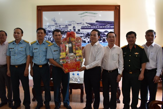 Lãnh đạo Thành ủy TPHCM thăm, chúc tết các đơn vị, doanh nghiệp, cá nhân trên địa bàn thành phố ảnh 5