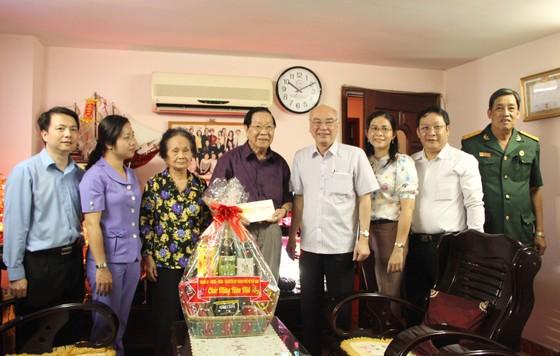 Lãnh đạo TPHCM thăm, chúc tết bà con Quận 5 và Bệnh viện Nhân dân 115 ảnh 2