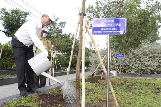 Huyện Nhà Bè trồng hơn 2.300 cây xanh mừng sinh nhật Bác ảnh 4