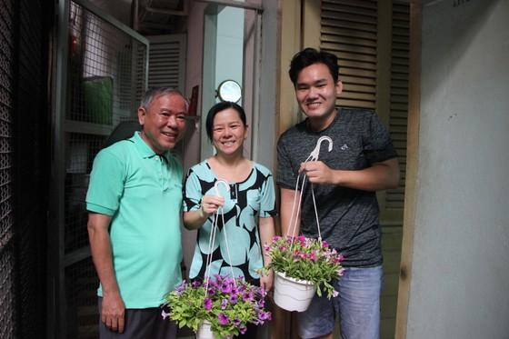 Quận 5 ra quân dọn vệ sinh, trồng cây, tặng cây cho người dân ảnh 4