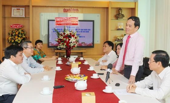 Đồng chí Trần Lưu Quang thăm, chúc mừng các cơ quan báo chí ảnh 1
