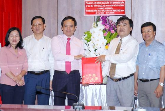 Đồng chí Trần Lưu Quang thăm, chúc mừng các cơ quan báo chí ảnh 5