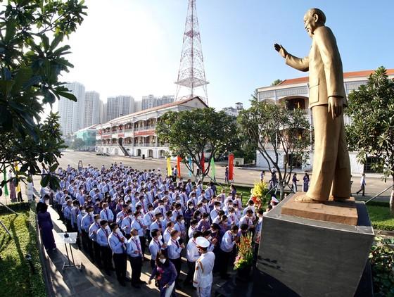 Dâng hương Chủ tịch Hồ Chí Minh trước phiên khai mạc Đại hội Đảng bộ Khối Dân - Chính - Đảng ảnh 4