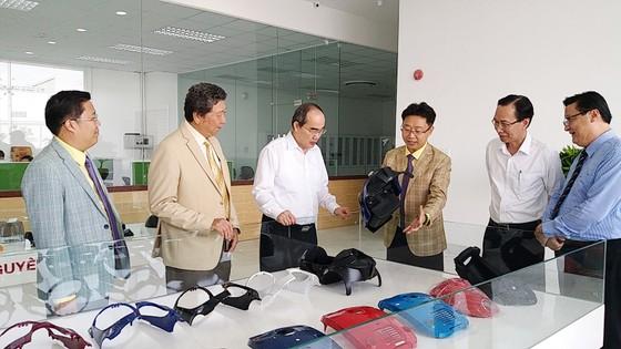 Thủ tướng Nguyễn Xuân Phúc: Trung ương sẽ lắng nghe, tạo mọi điều kiện cho TPHCM phát triển ảnh 2