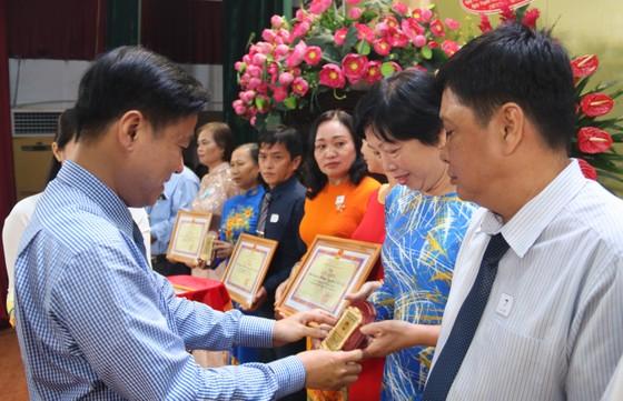 TPHCM: Nhiều quận, huyện kỷ niệm 90 năm Ngày truyền thống MTTQ Việt Nam ảnh 4