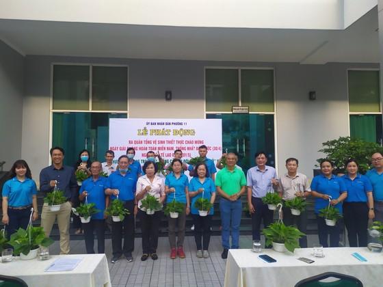 Quận 5 ra quân tổng vệ sinh, trồng cây mừng ngày thống nhất đất nước ảnh 4
