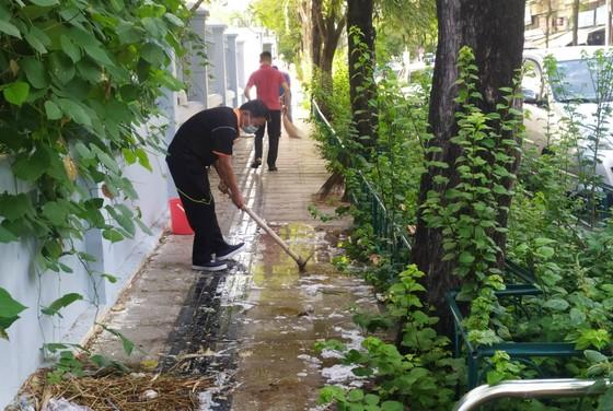 Quận 5 ra quân tổng vệ sinh, trồng cây mừng ngày thống nhất đất nước ảnh 5
