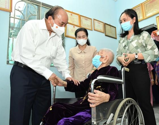 Chủ tịch nước Nguyễn Xuân Phúc: TPHCM muốn 'đại bàng' đến 'làm tổ' thì phải tạo thuận lợi cho nhà đầu tư   ảnh 4