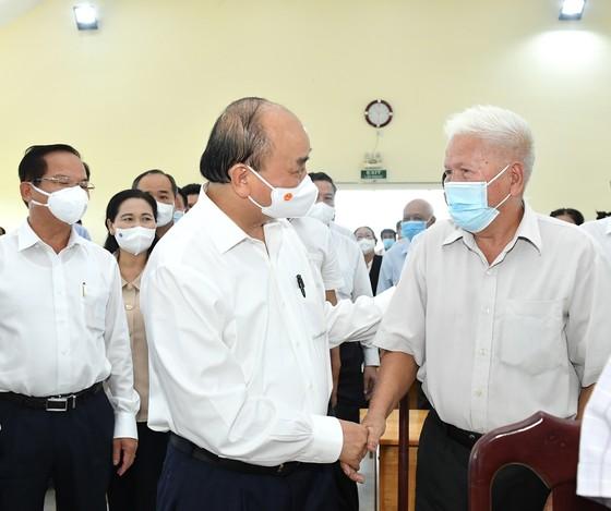 Chủ tịch nước Nguyễn Xuân Phúc: TPHCM muốn 'đại bàng' đến 'làm tổ' thì phải tạo thuận lợi cho nhà đầu tư   ảnh 2