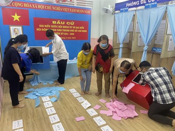 TPHCM kiểm phiếu bầu cử đại biểu Quốc hội, đại biểu HĐND   ảnh 3