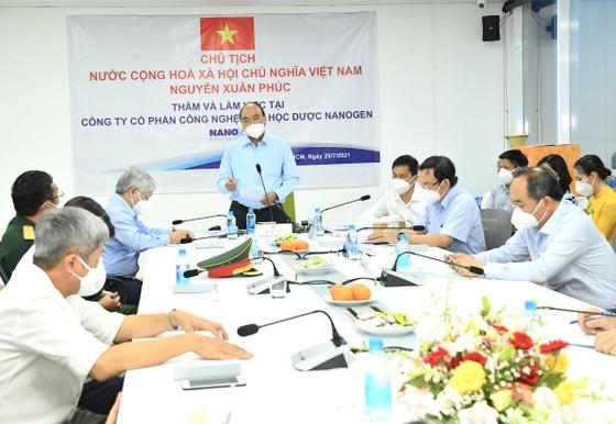 Chủ tịch nước Nguyễn Xuân Phúc: 'Vaccine phòng Covid-19 của Việt Nam không chỉ phục vụ Việt Nam mà còn vươn ra toàn cầu' ảnh 2