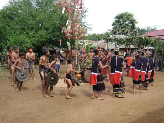 Thưởng lãm nét văn hóa độc đáo dân tộc Xtiêng tại TPHCM ảnh 2
